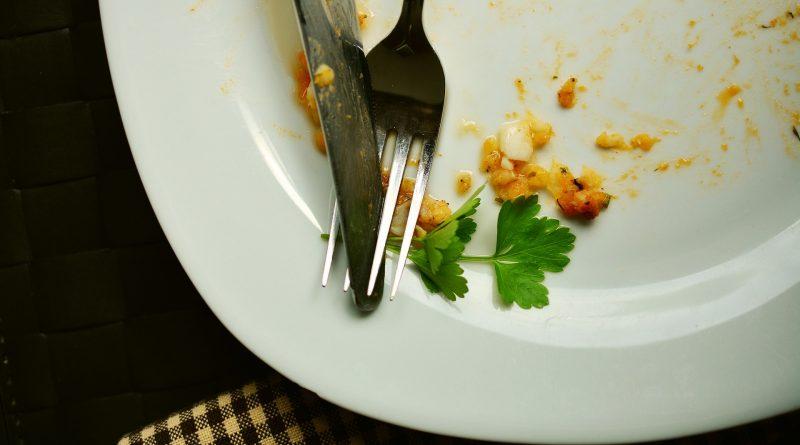 Lebensmittelaufkommen im Buffetbereich eines Hotels